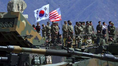 Lính Mỹ và Hàn Quốc tham gia một cuộc tập trận năm 2017. Ảnh:USFK.