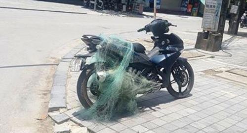 Chiếc xe vi phạm bị cảnh sát giao thông TP Thanh Hoá khống chế. Ảnh: Lam Sơn.