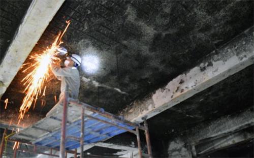 Cơ quan chức năng tiến hành kiểm định tầng hầm Carina. Ảnh: IBST