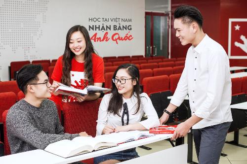 Nhiều sinh viênnhận bằng Anh Quốc ngay tại Việt Nam.