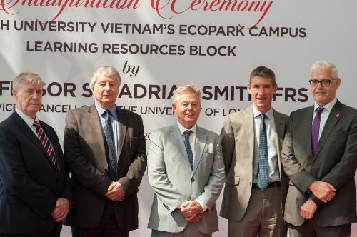 Tháng 4, Giáo sư, hiệp sĩ Adrian Smith - Hiệu trưởng Đại Học London đã có chuyến thăm quan và khai trương Trung tâm Học liệu tại cơ sở BUV Ecopark.
