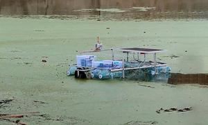 Nhà sáng chế 17 tuổi chế tạo robot dọn rác nổi trên sông