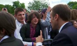 Tổng thống Pháp khiển trách cậu bé và chuyện tấm bằng đại học ở Việt Nam