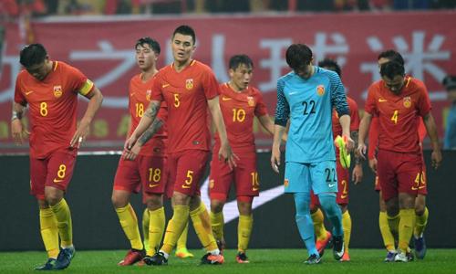 Các cầu thủ Trung Quốc sau trận thua 0-2 trước đội tuyển Iceland năm 2017. Ảnh: Xinhua.
