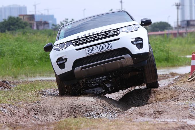 ATPC giúp xe vượt qua những tình huống bánh cao bánh thấp.