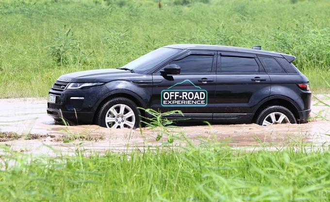 Off-road với Land Rover không nặng nhọc.