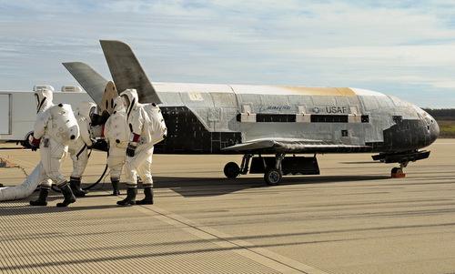 Máy bay vũ trụ X-37B, một trong các dự án khí tài không gian bí ẩn của Mỹ. Ảnh: USAF.