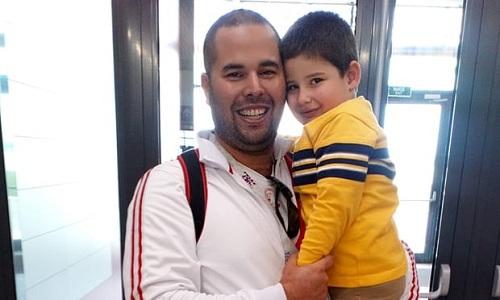 Rodrigo Verastegui đưa con trai 4 tuổi đến Nga, cùng bố mẹ và vợ bởi Tôi không biết bao giờ Peru lại lọt vào chung kết World Cup lần nữa. Ảnh: Guardian.