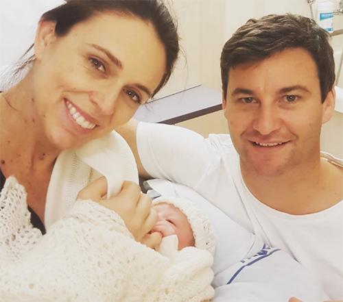 Thủ tướng Ardern khoe ảnh con gái vừa sinh. Ảnh:Instagram