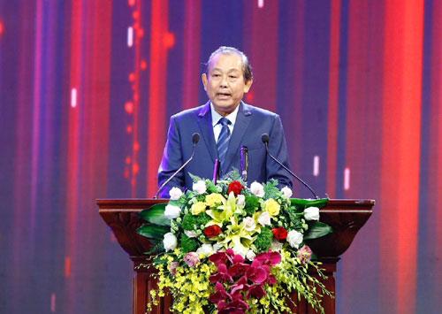 Phó Thủ tướng Trương Hòa Bình phát biểu tại lễ trao giải Báo chí quốc gia 2017. Ảnh: VGP/Nhật Bắc.