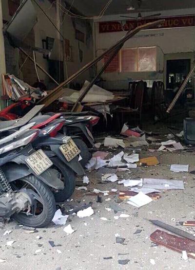 Trụ sở công an phường sau vụ nổ. Ảnh: Cộng tác viên