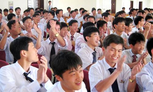 Các sinh viên PUST trong một tiết học. Ảnh: Reuters.