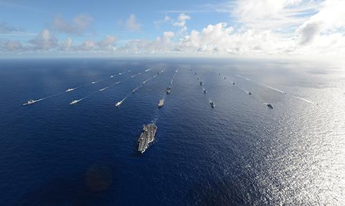 42 thuyền và tàu ngầm đại diện 15 quốc gia tham gia dàn quân trên biển trong cuộc tập trận RIMPAC 2014. Ảnh: Hải quân Mỹ.