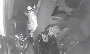 Trộm vào nhà lấy 3 xe máy, dàn loa 100 triệu đồng mùa World Cup