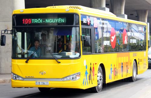 TP HCM hiện có 5 tuyến buýt có lộ trình đi qua sân bay Tân Sơn Nhất. Ảnh: Hữu Nguyên