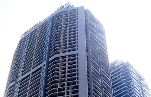 Tổ hợp trung tâm thương mại, căn hộ cao cấp Discovery Complex có hai tòatháp 52 tầng, 34 tầng nằm ở vị trí đắc địa giữa trung tâm quận Cầu Giấy. Ảnh: Phương Sơn