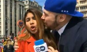 Cổ động viên Nga xin lỗi vì cưỡng hôn nữ phóng viên World Cup