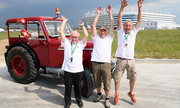 Fan Thụy Sĩ lái máy kéo vượt 2.000 km đến Nga xem World Cup