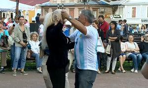 Lớp dạy nhảy đường phố của cổ động viên Argentina tại World Cup 2018