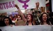 Người Tây Ban Nha phẫn nộ vì 'Bầy sói' lạm dụng thiếu nữ được tại ngoại
