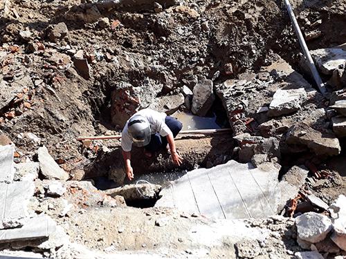 'Hố tử thần' rộng hơn chục mét ở Nha Trang