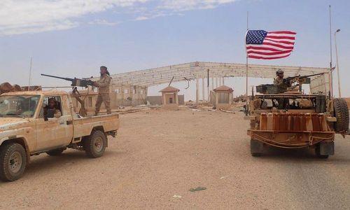 Lực lượng Mỹ và phiến quân đối lập tại căn cứ Al-Tanf hồi đầu năm nay. Ảnh: AFP.