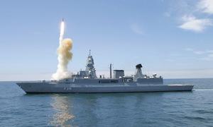 Tên lửa phát nổ trên bệ phóng, chiến hạm Đức bốc cháy