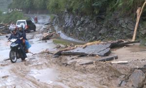 5 người chết, hàng trăm nhà bị cuốn trôi do mưa lũ