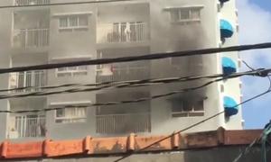 Cháy chung cư ở Sài Gòn, hàng trăm người tháo chạy