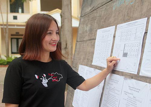 Bề ngoài trẻ trung, chị Minh nhiều lần bị nhầm là cô giáo, hoặc cán bộ phòng giáo dục. Ảnh: Đức Hùng