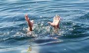 Hai bé trai chết đuối khi tắm ao