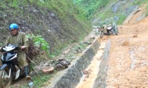 Quốc lộ nối Sơn La và Điện Biên tê liệt vì sạt lở