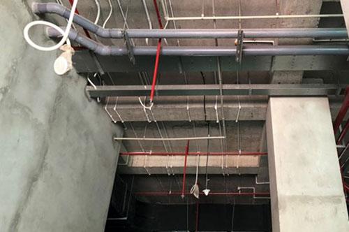 Các tầng kỹ thuật, dịch vụ từ 1-6 của công trình chưa được hoàn thiện. Ảnh: Phương Sơn