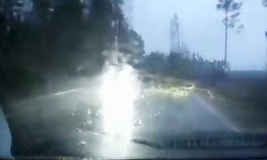 Tài xế ôtô gặp nạn vì xe đối diện bật đèn pha