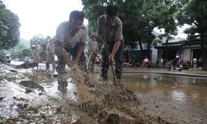 500 chiến sĩ dọn bùn sau mưa lũ ở Hà Giang