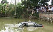 Cách thoát khỏi ôtô rơi xuống ao