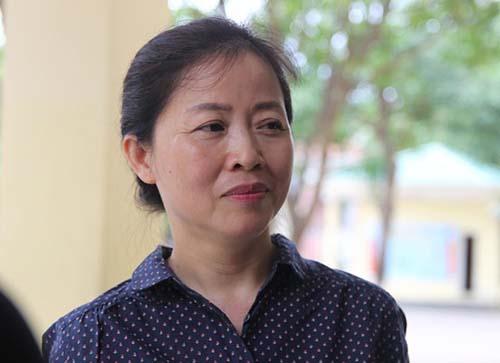 Bà Nguyễn Thị Thanh Vân tại điểm thi trường Lê Viết Thuật.