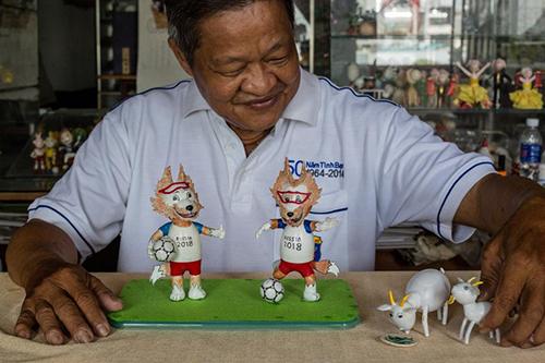 Thầy giáo Việt làm linh vật World Cup từ vỏ trứng lên báo Pháp