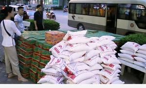 Giới trẻ Hà Nội quyên góp gạo, mì tôm hỗ trợ người dân Hà Giang