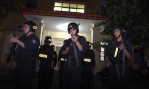 Hàng chục chiến sĩ cảnh sát cơ động thi THPT quốc gia