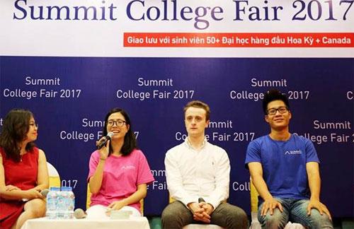 Hình ảnh các chuyên gia tư vấn và các học viên thành công trong College fair 07/2017