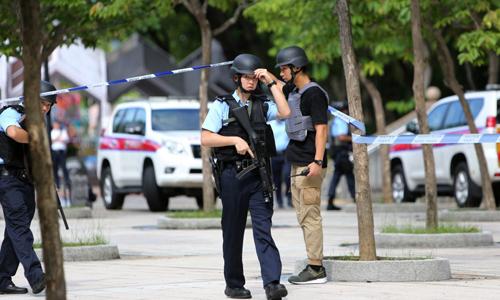 Cảnh sát tuần tra tại hiện trường vụ xả súng hôm nay tại Hong Kong. Ảnh: Xiaomei Chen.