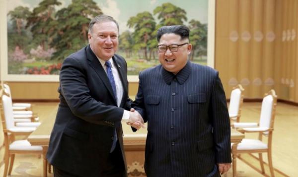 Ngoại trưởng Mỹ bắt tay với lãnh đạo Triều Tiên trong cuộc gặp hồi tháng 5 ở Bình Nhưỡng. Ảnh: Reuters.