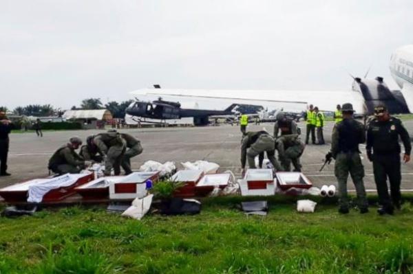 Thi thể ba người được tìm thấy ở vùng biên giới Colombia - Ecuador. Ảnh: AP.