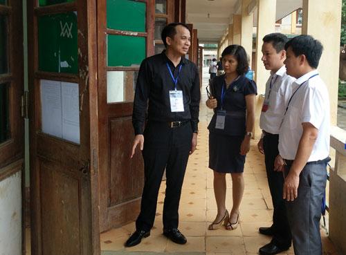 Thứ trưởng Giáo dục Phạm Mạnh Hùng kiểm tra công tác thi tại tỉnh Hà Giang.