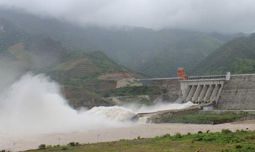 Đập thủy điện Sơn La. Ảnh: Nguyễn Nam.