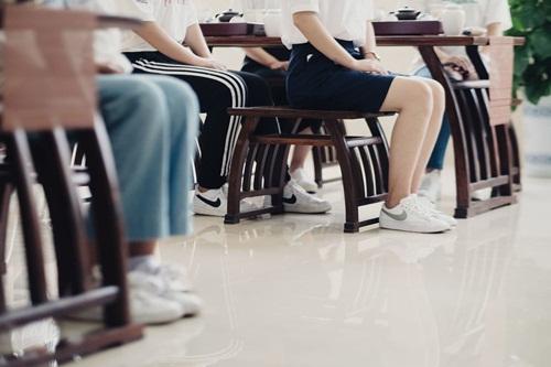 Các sinh viên ngồi theo tư thế chuẩn được dạy. Ảnh: Washington Post.
