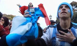 Người dân Argentina ăn mừng sau chiến thắng trước Nigeria
