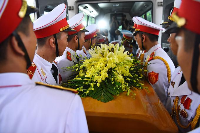 Hàng nghìn người tiễn đưa GS Phan Huy Lê