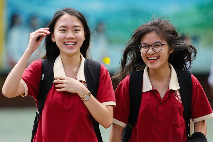 Những nữ sinh có gương mặt sáng bừng trường thi THPT quốc gia